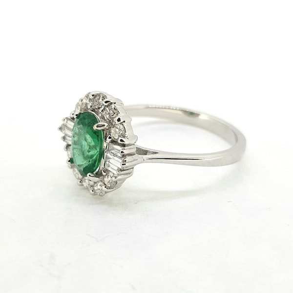 Emerald and Diamond ring in 18ct white gold - image 4