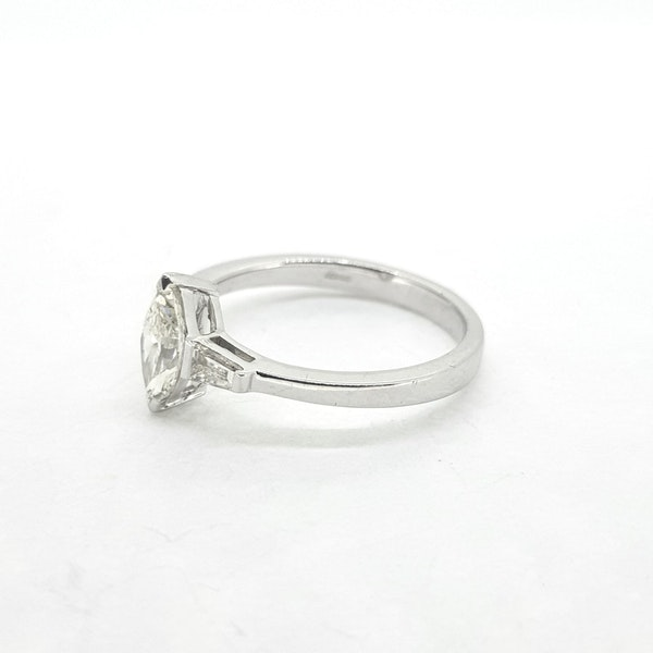 Marquise Diamond ring in 18ct white gold - image 2