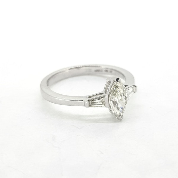 Marquise Diamond ring in 18ct white gold - image 4