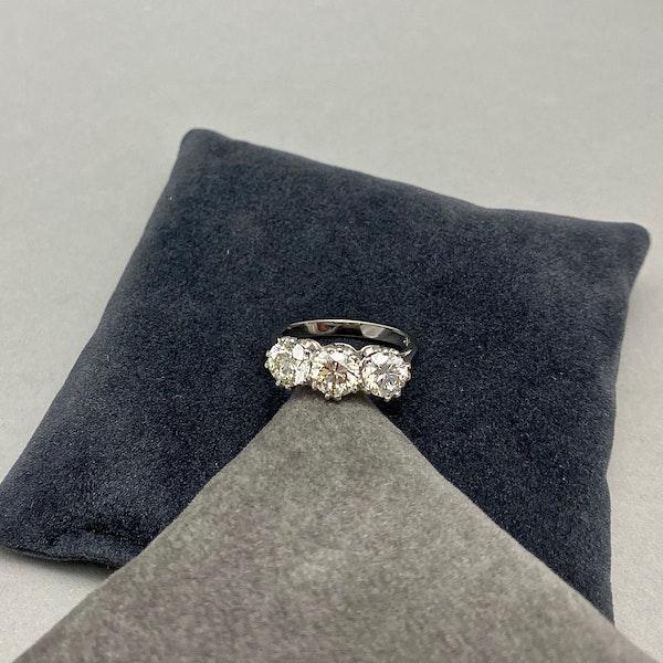 Three stone Diamond Ring in Platinum date circa 1960 SHAPIRO & Co since1979 - image 4