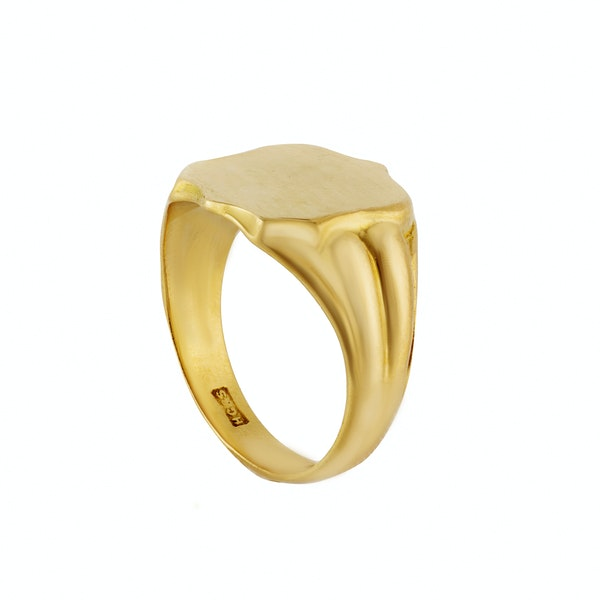 A Gold Shield Signet Ring - image 2