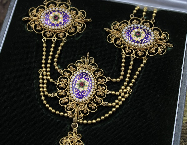 An exquisite Gilt metal Necklace with finely worked Bressan Enamel panels surrounded by Gilded filigree work in the Cannetille style with a detachable Pendant, French, Circa 1870 - image 2