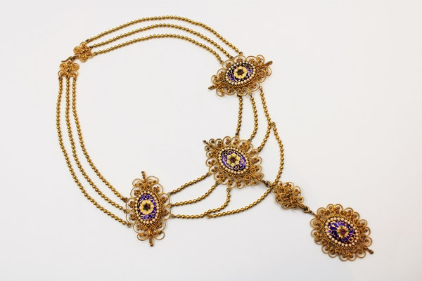 An exquisite Gilt metal Necklace with finely worked Bressan Enamel panels surrounded by Gilded filigree work in the Cannetille style with a detachable Pendant, French, Circa 1870 - image 5