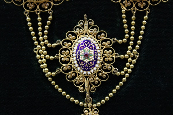 An exquisite Gilt metal Necklace with finely worked Bressan Enamel panels surrounded by Gilded filigree work in the Cannetille style with a detachable Pendant, French, Circa 1870 - image 3