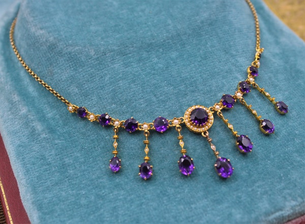 A very fine Edwardian Amethyst & Seed Pearl Necklace in High Carat Yellow Gold, English, Circa 1905 - image 2