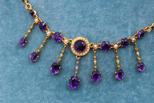 A very fine Edwardian Amethyst & Seed Pearl Necklace in High Carat Yellow Gold, English, Circa 1905 - image 3