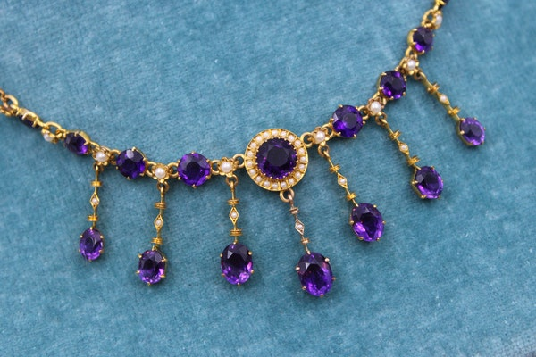 A very fine Edwardian Amethyst & Seed Pearl Necklace in High Carat Yellow Gold, English, Circa 1905 - image 4