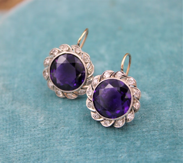 A very fine pair of Amethyst & Diamond Drop Earrings mounted in High Carat Yellow Gold & Platinum, English, Circa 1910 - image 1