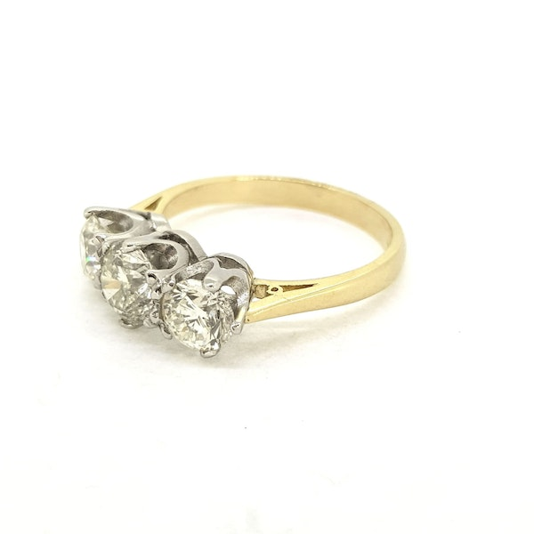 Diamond 3 stone ring, 1.80 carats in total - image 2