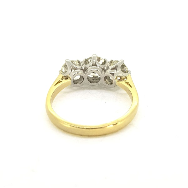 Diamond 3 stone ring, 1.80 carats in total - image 3