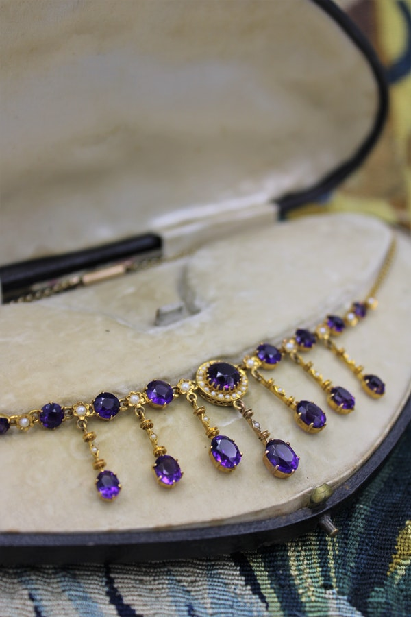 A very fine Edwardian Amethyst & Seed Pearl Necklace in High Carat Yellow Gold, English, Circa 1905 - image 5