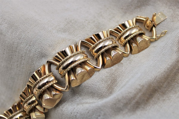 An exceptional example of a French Retro Heavy Yellow Gold Bracelet, French, Circa 1940 - image 2