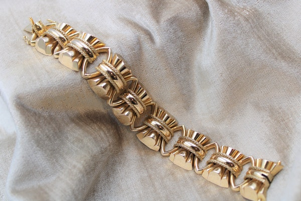 An exceptional example of a French Retro Heavy Yellow Gold Bracelet, French, Circa 1940 - image 1