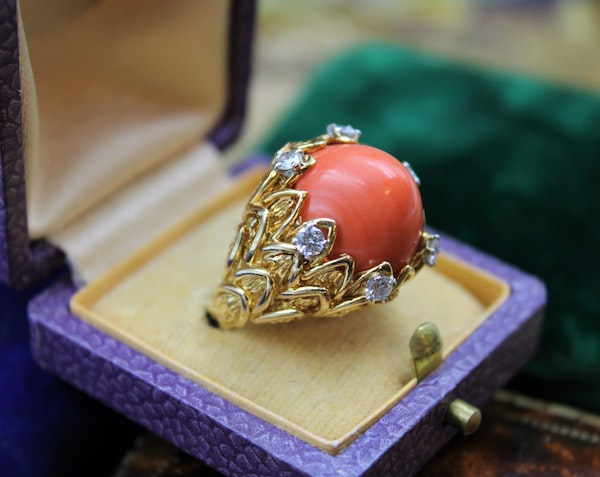 An exceptionally fine Coral & Diamond Ring in 18ct Yellow Gold, French, Circa 1970 - image 1