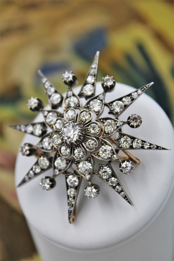 An exquisite Victorian Diamond Starburst Brooch / Pendant / Hair Ornament mounted in 10 Carat Rose Gold & Silver - Tipped, English, Circa 1880. - image 2