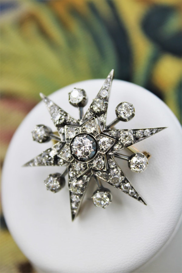 An exceptional Victorian Diamond Starburst Brooch /Pendant/Hair Ornament in Silver-Tipped and 10 Carat Yellow Gold, English, Circa 1880 - image 1