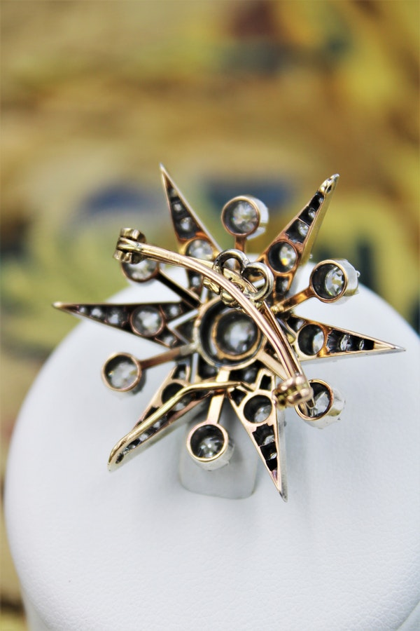 An exceptional Victorian Diamond Starburst Brooch /Pendant/Hair Ornament in Silver-Tipped and 10 Carat Yellow Gold, English, Circa 1880 - image 4