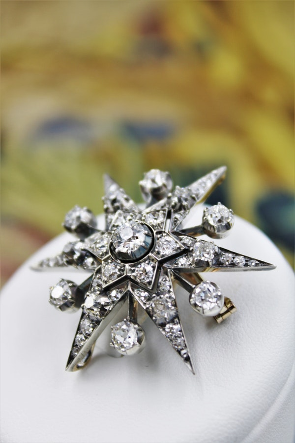 An exceptional Victorian Diamond Starburst Brooch /Pendant/Hair Ornament in Silver-Tipped and 10 Carat Yellow Gold, English, Circa 1880 - image 3