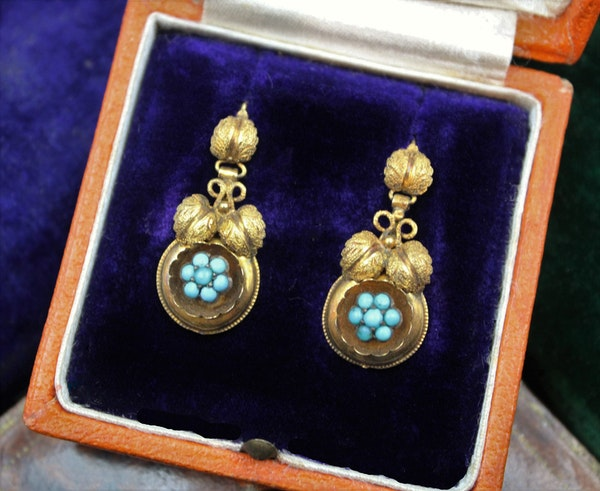 A fine pair of Victorian Foliate Drop Turquoise Earrings in High Carat Yellow Gold, English, Circa 1870 - image 1