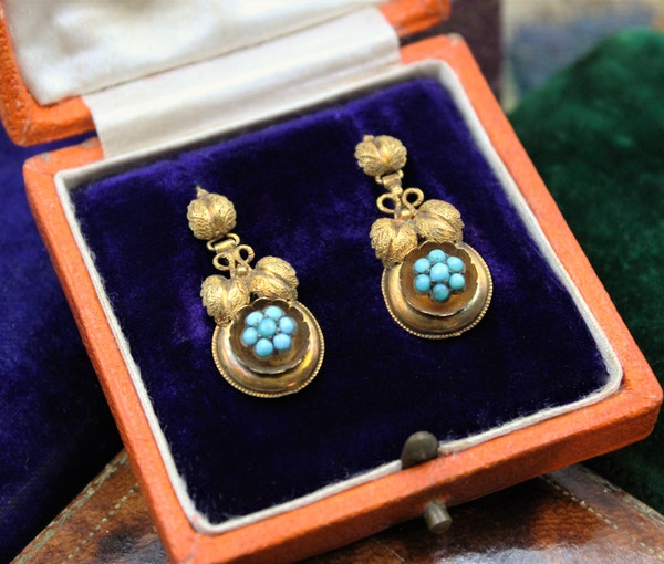 A fine pair of Victorian Foliate Drop Turquoise Earrings in High Carat Yellow Gold, English, Circa 1870 - image 2