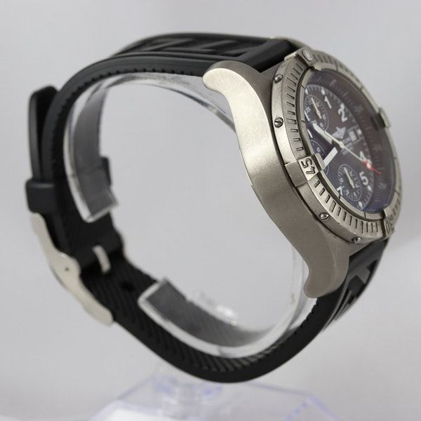 Breitling Avenger Chronograph titanium E13360 44mm - image 2