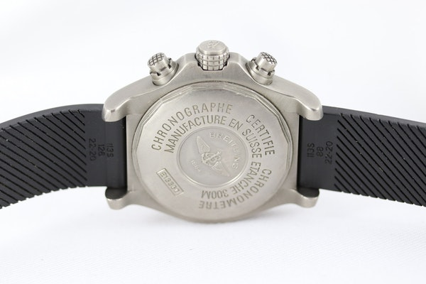 Breitling Avenger Chronograph titanium E13360 44mm - image 8