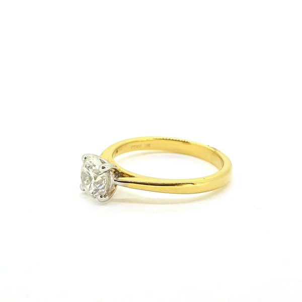 Diamond solitaire engagement ring in 18 carat gold, 1.01 carat, G colour, IGI certificate - image 4