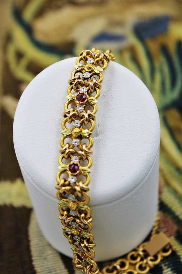 A very fine 18 Carat Green, Yellow and Pink Gold (French marked) Ruby set bracelet, French, Circa 1935 - image 2
