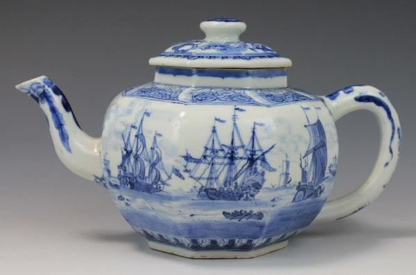 Japanese Arita blue and white teapot, Edo Period (1603-1868), early 18th century - image 2