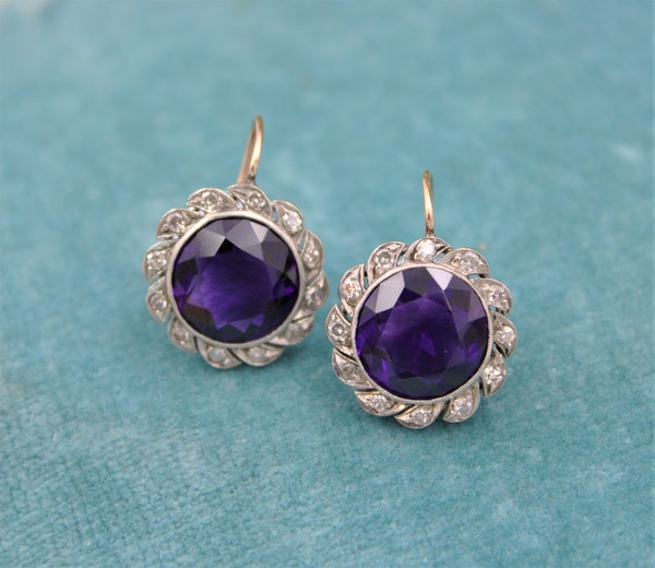 A very fine pair of Amethyst & Diamond Drop Earrings mounted in High Carat Yellow Gold & Platinum, English, Circa 1910 - image 2