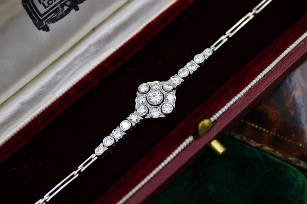 A very fine Edwardian Diamond Demi-Bracelet set in 18ct Gold and Platinum tipped, English, Circa 1910 - image 2