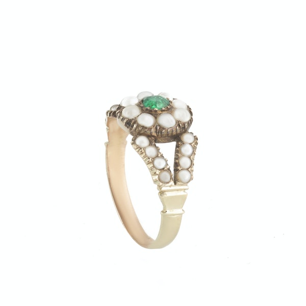 A Georgian Pearl and Emerald Gold Ring - image 2