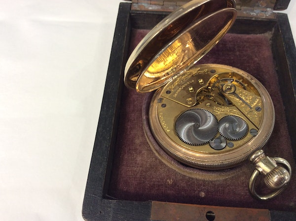 A gold plated Elgin pocket watch - image 4
