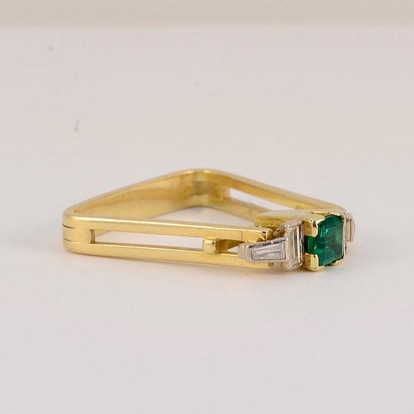 Emerald and diamond unique ring. Spectrum - image 4