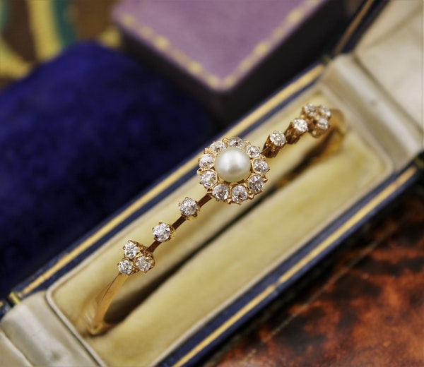 A very fine Victorian Pearl & Diamond Cluster Bangle set in High Carat Yellow Gold, English, Circa 1900 - image 1