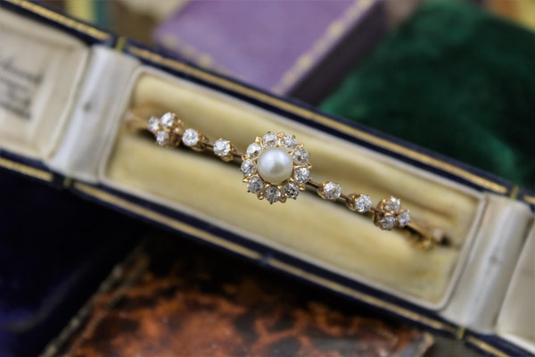 A very fine Victorian Pearl & Diamond Cluster Bangle set in High Carat Yellow Gold, English, Circa 1900 - image 2