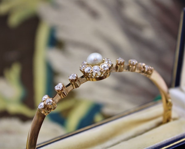 A very fine Victorian Pearl & Diamond Cluster Bangle set in High Carat Yellow Gold, English, Circa 1900 - image 5