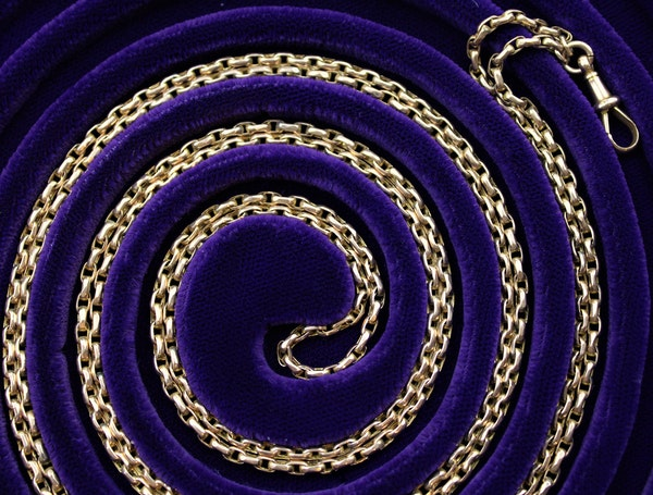 A very fine Victorian Long Guard in 9ct Gold with its original Claw Clasp, English, Circa 1880 - image 1