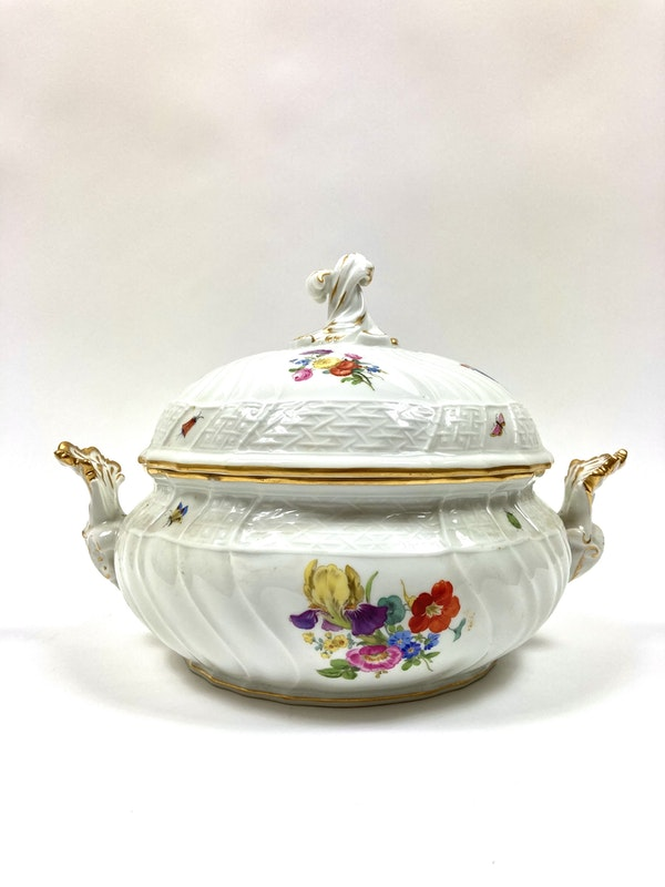 Pair of Meissen tureens and covers - image 4