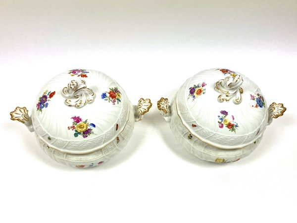 Pair of Meissen tureens and covers - image 3