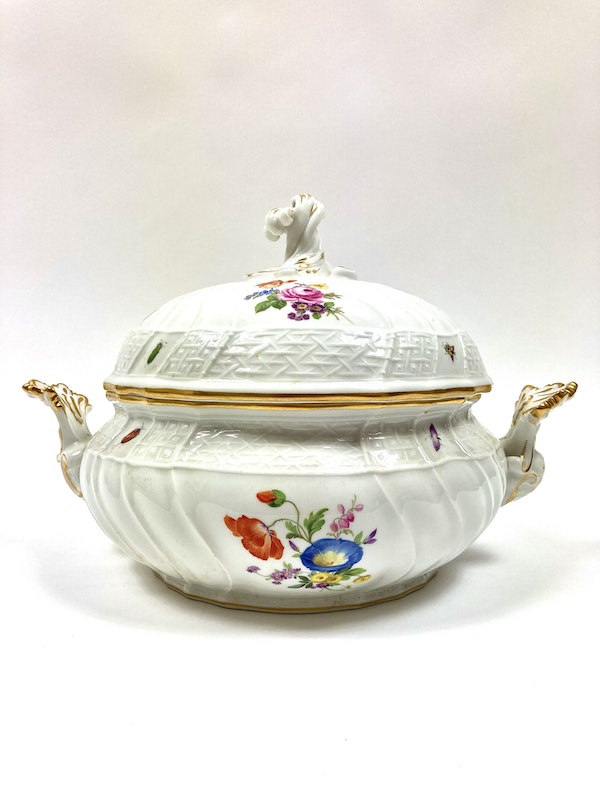 Pair of Meissen tureens and covers - image 5