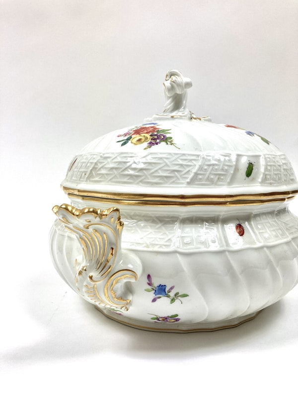 Pair of Meissen tureens and covers - image 6