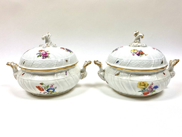 Pair of Meissen tureens and covers - image 2