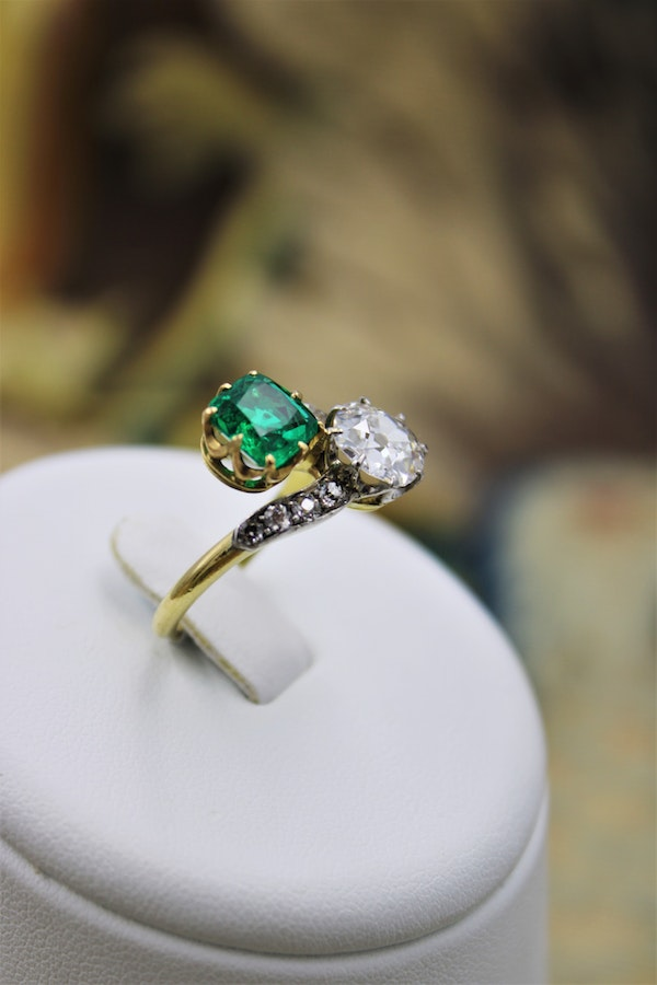 An exceptional Colombian Emerald & Diamond Ring mounted in 18 ct Yellow Gold & Platinum, English,Circa 1910 - image 2