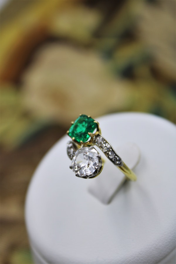 An exceptional Colombian Emerald & Diamond Ring mounted in 18 ct Yellow Gold & Platinum, English,Circa 1910 - image 3