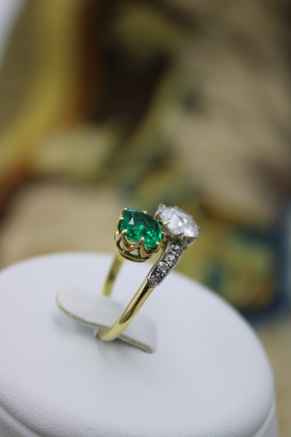 An exceptional Colombian Emerald & Diamond Ring mounted in 18 ct Yellow Gold & Platinum, English,Circa 1910 - image 4