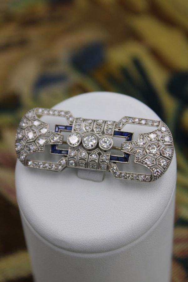 "A very fine Platinum, Diamond and ""Calibre cut"" Sapphire ""Art Deco"" Brooch, Circa 1930. 5,750.00 - image 2"
