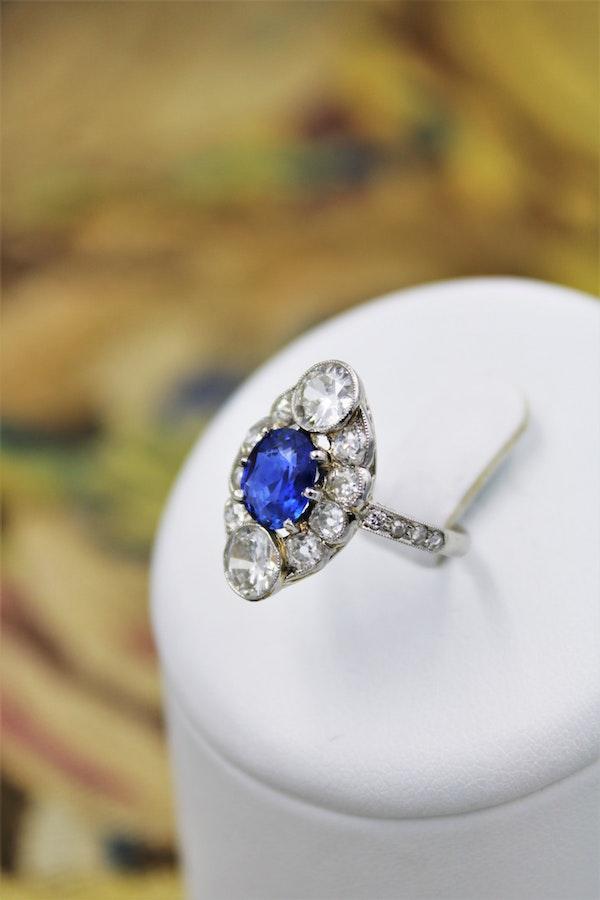 "An extraordinary example of an ""Art Deco"" Sapphire, Diamond & Platinum Ring, Circa 1920-1930. - image 2"