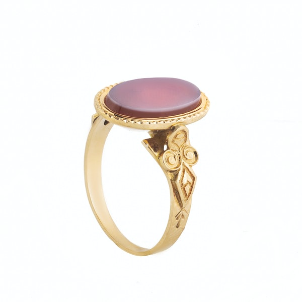 A Carnelian Gold Signet Ring - image 2