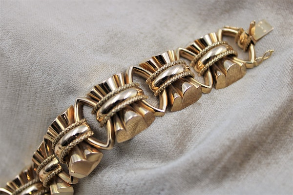 An exceptional example of a French Retro Heavy Yellow Gold Bracelet, French, Circa 1940 - image 3